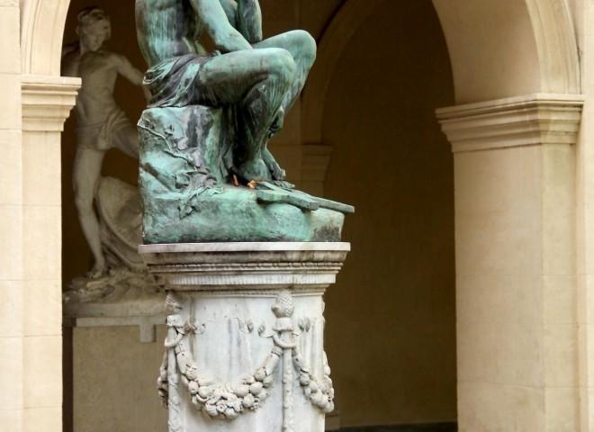 Statue Cloître Musée des Beaux-Arts