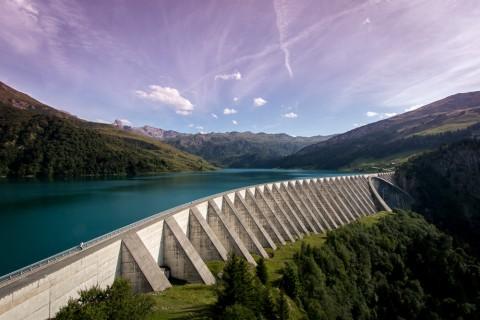 Photos du barrage de Roselend Le barrage le plus esthétique du massif du Beaufortain Mesurant 800 m de long et 150 m de haut, le barrage de Roselend forme un lac de retenue qui peut contenir jusqu'à 185 millions de m³ d'eau. Associé aux barrages de la Gittaz et de […]