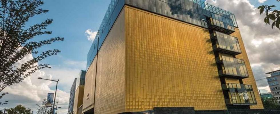 Les archives départementales du Rhône, le nouveau cube jaune de Lyon Avec le siège d'Euronews à la confluence, nous (les lyonnais) avions le cube vert. Non loin de là, avec le siège du Groupe Cardinal, nous avions la Mimolette, le cube orange. Un peu plus dans les terres cette fois, […]