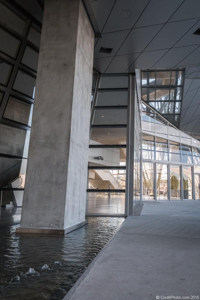 Dedans dehors du mus e des confluences cr for Architecte musee confluence