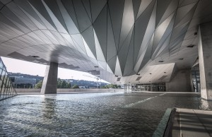 dessous du musée des confluences Lyon