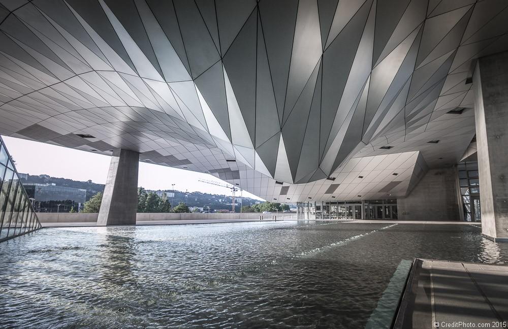 50 nuances de grey lyon mus e de la confluence for Architecte musee confluence
