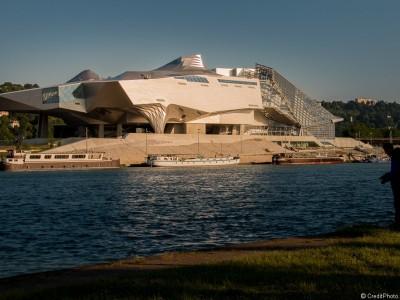 Musée des Confluences et le pêcheur