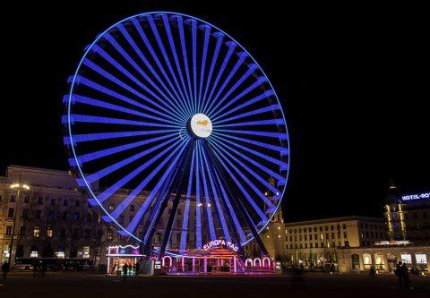 La grande roue de la place Bellecour de Lyon 2 La grande roue reprend ses quartiers d'hiver et s'installe comme chaque année sur la place Bellecour. Les passants sont invités, en famille ou entre amis, à profiter d'une vue exceptionnelle de la ville à 60m de hauteur. C'est parti pour […]