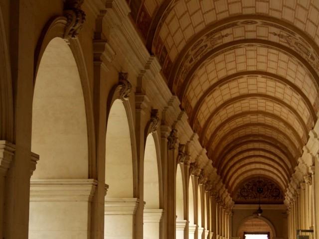 Cloître du musée des beaux-arts : les arcades