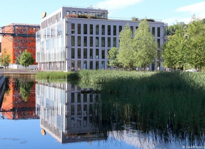 Les Docks 40, reflet et symétrie