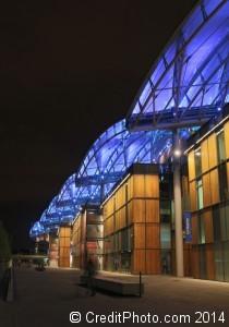 Le Centre commercial Lyon Confluence de nuit